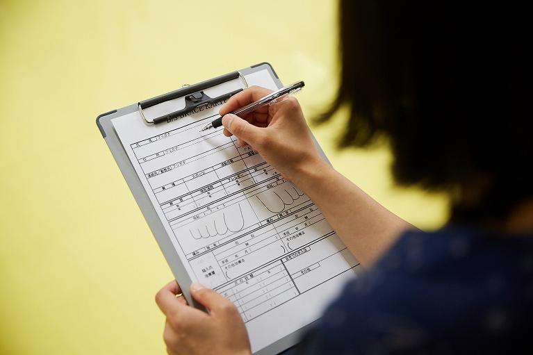 問診票の記入・スタッフによるカウンセリング